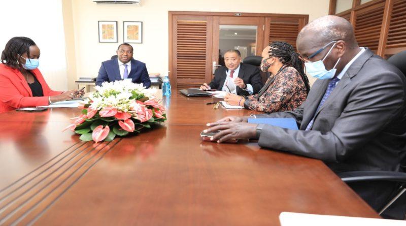Le vice-président régional de la Banque Mondial  reçu en audience au  Ministère des Finances, du Budget et de la Planification Economique en cette matinée du 24 juin 2021.